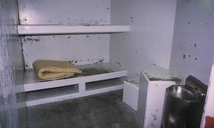 A cell in the Secure Housing Unit of Pelican Bay State Prison in Crescent City, California, April 27, 2005. Such cells are typically used to house violent gang members who are allowed to leave the cell only for 90 of solo exercise a day. Picture taken April 27, 2005. REUTERS/Adam Tanner/FEATURE/CRIME-PELICANBAY  AT/HB - RTRA78U