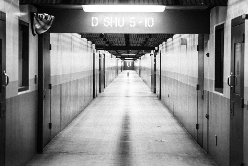 A SHU corridor at Pelican Bay (Credits: Del Norte Triplicate / Bryant Anderson)